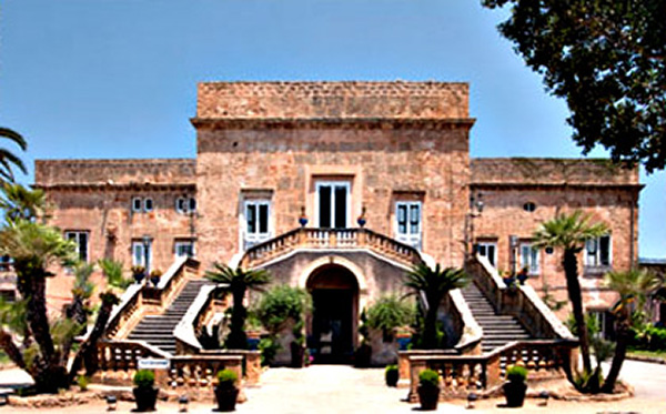 http://www.ponzaracconta.it/wp-content/uploads/2019/07/Villa-Boscogrande-a-Palermo-fu-scelta-per-rappresentare-il-palazzo-dei-Salina-nelle-scene-iniziali-del-film-300x187.jpg